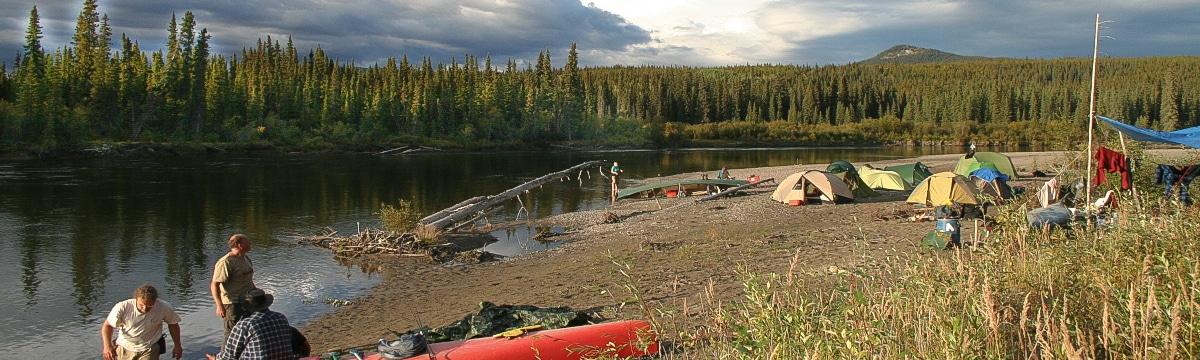 Lagerleben am Nisutlin River im Yukon