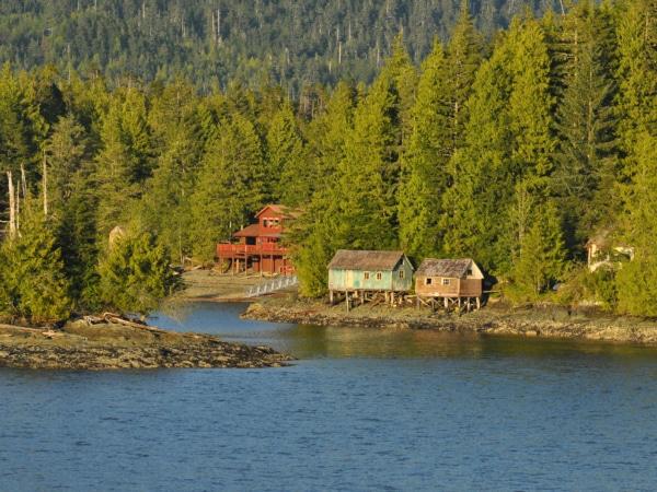 Die Landschaft vor der Küste Alaskas