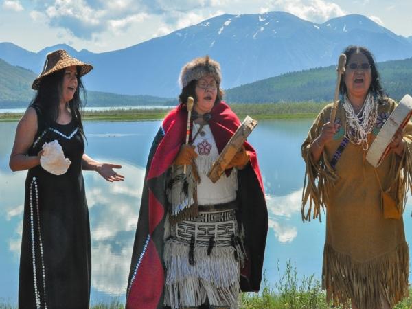 Sommersonnenwende Zeremonie im Yukon