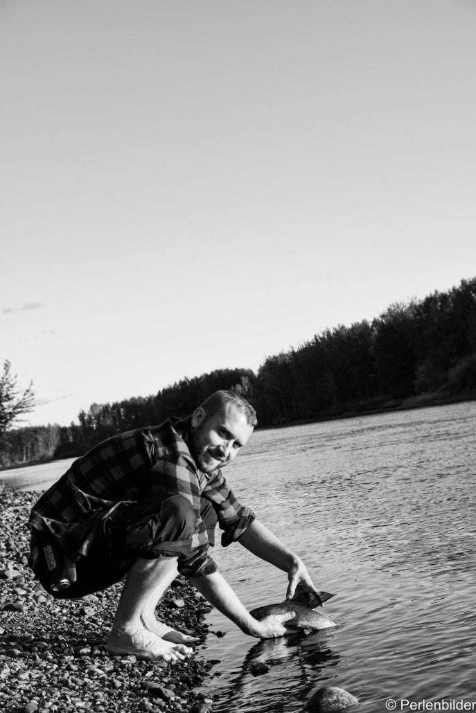 Angler fängt seine erste Polaräsche